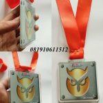 pembuat medali akrilik