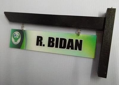 papan nama gantung