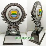 trophy patung custom
