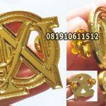 pin logo perusahaan gold
